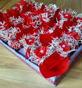 Подарочные конфеты в коробке.