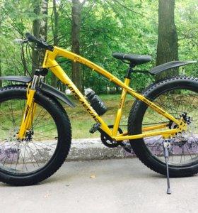 Велосипед на широких колесах Фэт-байк золотой