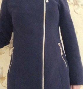 Пальто р. 42-44 с капюшоном