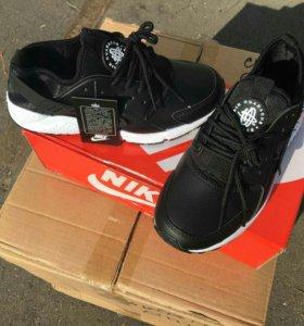 Женские кроссовки Nike Huarache.