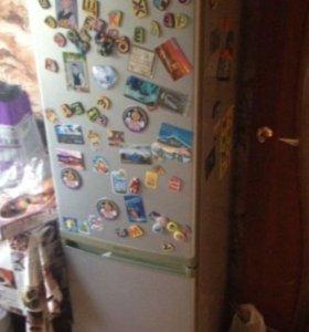 Холодильник Самсунг, узкий, серый