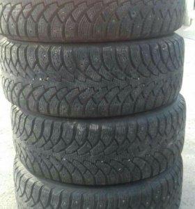 Продается зимняя резина nokian, размер 215/55 R16.