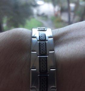 Серебристый браслет с черной вставкой