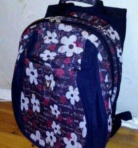 Рюкзак черный с цветочками