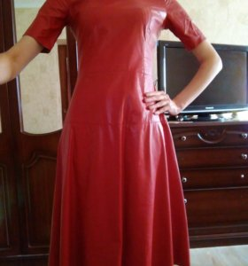 Платье, украшения в подарок!