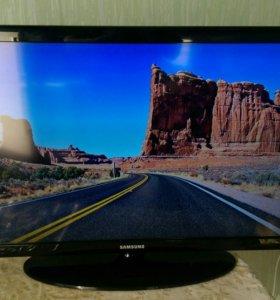 LED телевизор Samsung 32 дюйма UE32D4003BW