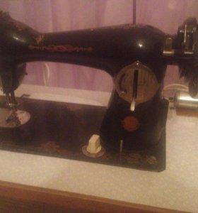 Продаю швейную машинку