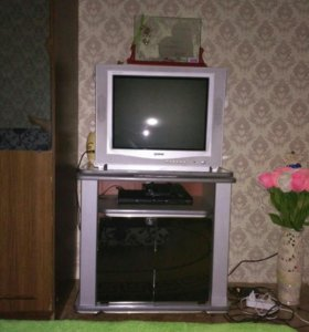 Подставка и телевизор