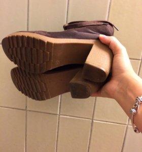 Коричневые ботинки на каблуке