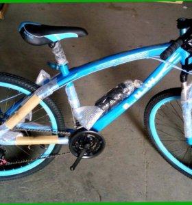 Велосипед БМВ на литых дисках и спицах