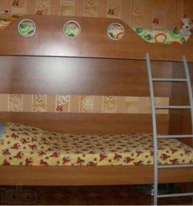 Двухъярусная кровать с матрасом!