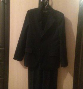 Школьный костюм р 140-146 новый