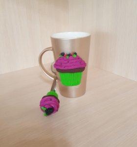 Набор кружка и чайная ложка с декором.