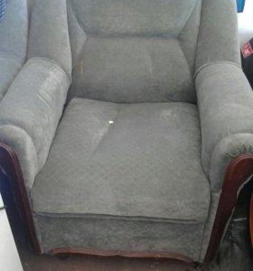 Диван угловой и кресло