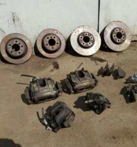 Комплект тормозов БМВ X5 Е53 суппорта диски колодк