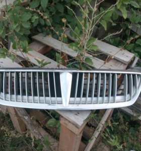 Решетка радиатора Nissan Sunny Bluebird Sylphy N16