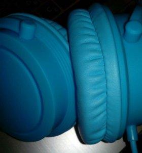 Наушники голубые.