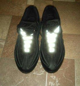 Продаю.срочно совершенно новую кроссовку