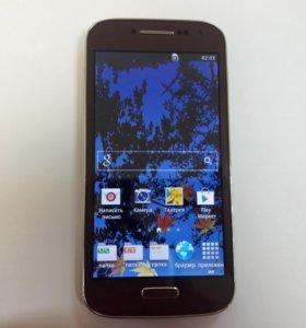 Сотовый телефон Samsung GT-I9500. Копия.