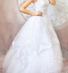 Очень красивое свадебное платье, фата, диадема