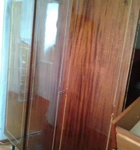 Шифоньер трёхстворчатый, деревянный