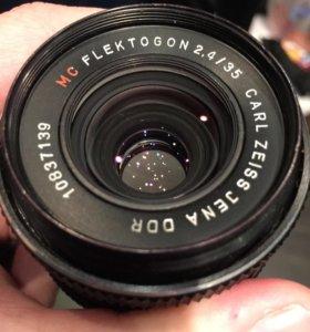 Carl Zeiss 35mm f/2.4 Flektogon