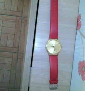Часы женские, в отличном состояние