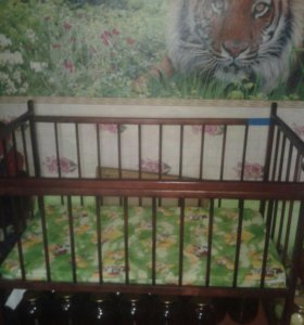 Детская кровать с матрасом.Возможен торг.