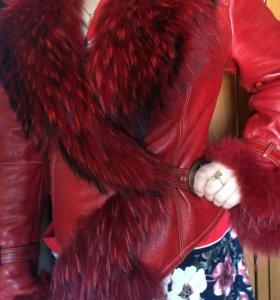 Кожаная куртка с мехом из окрашенной чернрбукри