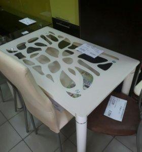 Стелянные столы