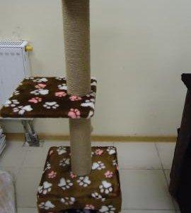 Домик с когтеточкой для кошек