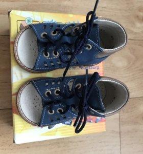 Детские сандали от 6 месяцев до года