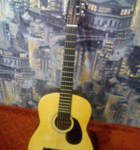 Гитара акустическая черного с кофейным цветами