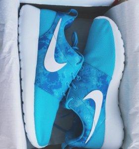 Женские кроссовки Nike Roshe Run