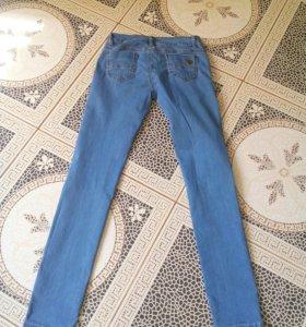 Новые джинсы рван.коленями