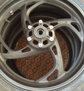 Диск HONDA R 17 с шиной Pirelli и н.шина METZELER