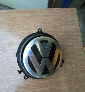 Эмблема VW в крышку багажника