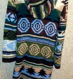 Пальто вязаное. Очень красивое