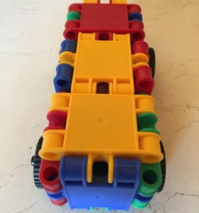 Машина-конструктор для малышей