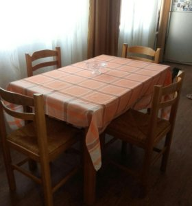 Обеденный стол и стулья . 4 шт