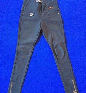 Черные стрейчивые брюки на р42