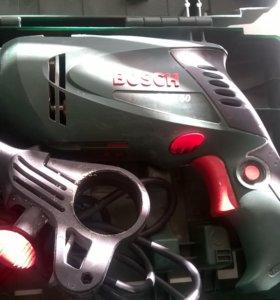 Электродрель бош.220 вольт..в кейсе
