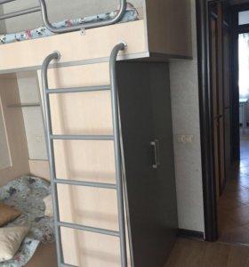 Двухъярусная кровать с матрасами и шкафом