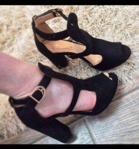 Туфли замш  чёрные одеты 1 раз