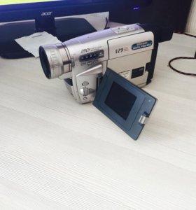 Видео камеру кассетную Panasonic NV - VZ9
