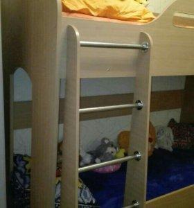 Двухъярусная кровать ( с мотрасоми )