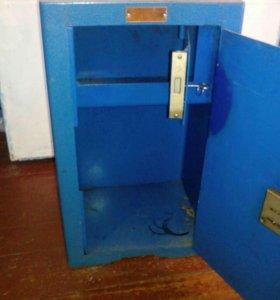 Продам металлический сейф