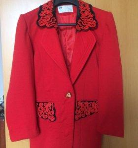 Пиджак красный М