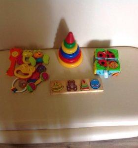 Игрушки для малыша в хорошем состоянии