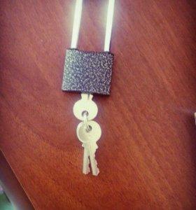 НОВЫЙ навесной замок с ключами. За сникерс.